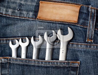 Schraubenschlüssel in Blue Jeans Tasche
