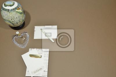 Fototapete Schreiben Sie Einen Brief Eine Karte Und Einem Braunen Hintergrund