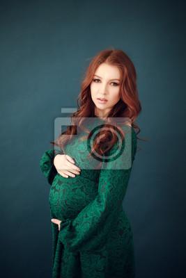Schwangere frau in lange spitze grünes kleid fototapete ... 783c273b45