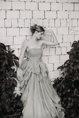 Fototapete Schwarz-Weiß-Mode-Fotografie von schönen Mädchen in Kleid.