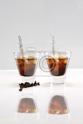 Schwarzer russischer Cocktail oder Eiskaffee Schnaps