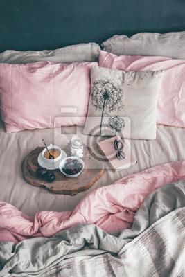 Schwarzes und rosa schlafzimmer im loft-stil fototapete ...