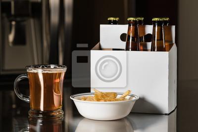 Sechs Packung Braune Bierflaschen Auf Kuchentheke Fototapete