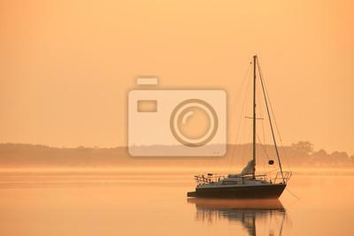 Ordinaire Fototapete See Bei Sonnenaufgang, Kleines Segelboot, Nebel Aus Wasser