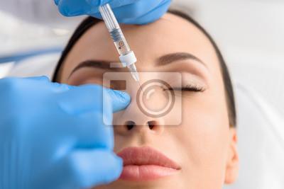 Fototapete Serene Weibchen erhalten Kollagen in Nase