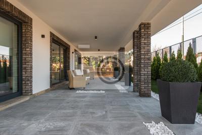 Sessel Auf Offener Terrasse In Luxus Villa Aussen Fototapete