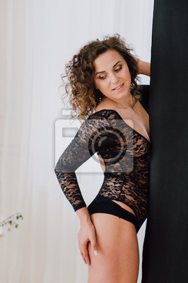 4d19820dc59d6 Fototapete: Sexy und schöne frau trägt schwarze spitze körper dessous mit