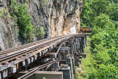 Fototapete Siamesischer Zug auf Fluss Kwai Brücke von Kanchanaburi, Thailand
