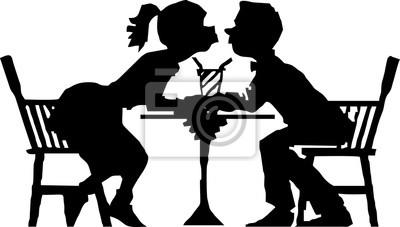 Silhouette-Küssen im Restaurant am Valentinstag Moment