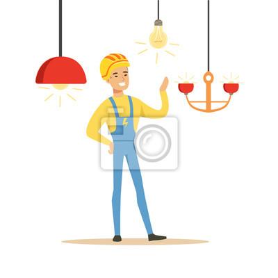 Smiling elektriker in uniform installieren kronleuchter, elektrische ...