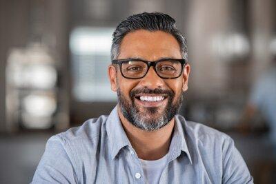 Fototapete Smiling indian man looking at camera