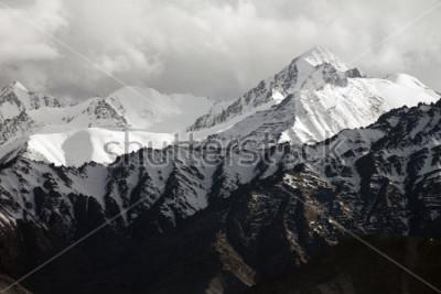 Fototapete Snow mountain range, Leh Ladakh, India