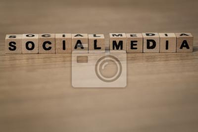 Social Media in Holzwürfel