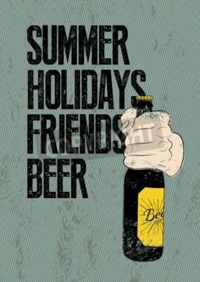 Fototapete Sommer, Feiertage, Freunde, Bier. Typografisches Retro Grunge-Bierplakat. Hand hält eine Bierflasche. Abbildung.