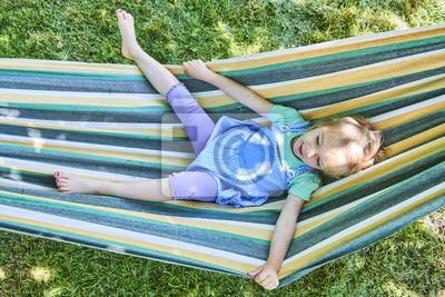 Sommerurlaub Schones Madchen In Der Hangematte Im Garten
