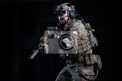 Spezies ops soldat mit pistole swat offizier mit gewehr in