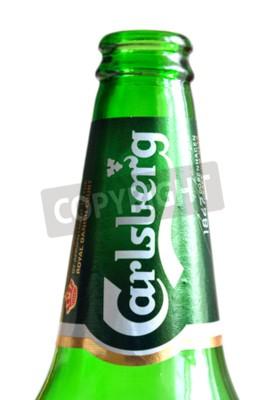 Fototapete ST.PETERSBURG, RUSSLAND - 20. JANUAR 2016: Flasche Carlsberg Bier auf weißem Hintergrund.