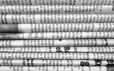 Fototapete Stapel Zeitungen in schwarz und weiß