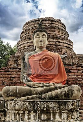 Steinstatue von einem Buddha im Wat Yai Chai Mongkhon, Thailand.