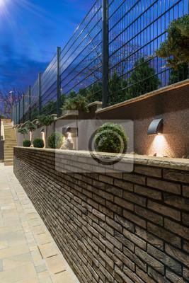 Steinweg Und Ziegel Zaun In Luxus Villa Aussen Fototapete