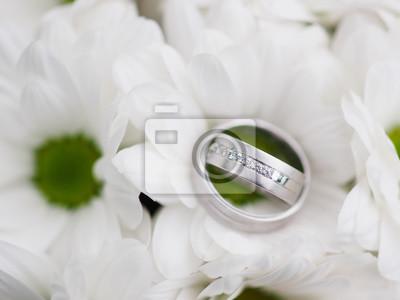 Stillleben Mit Hochzeitsstrauss Und Hochzeitsringen Fototapete
