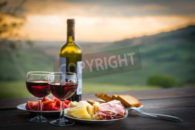Fototapete Stillleben Rotwein, Käse und Prosciutto. Romantisches Abendessen im Freien