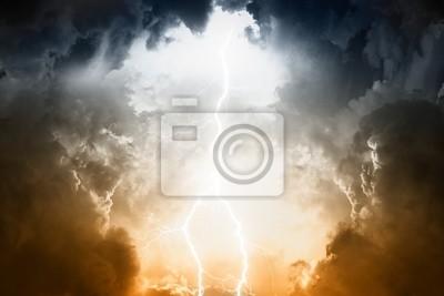 Stormy Himmel mit Blitz