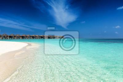 Fototapete Strand Auf Den Malediven Mit Türkis Meer, Feinem Sand Und  Tiefblauem Himmel