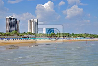 Strand Im Beliebten Badeort Lignano Sabbiadoro An Der Italienischen
