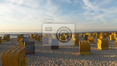Strandkorb sonnenuntergang  Strandkörbe bei sonnenuntergang fototapete • fototapeten Nordsee ...
