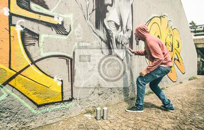 Fototapete Straßenkünstler Der Bunte Graffiti Auf Generischer Wand Malt
