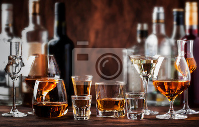 Fototapete Strong Spirits Set. Hard alcoholic drinks in glasses in assortment: vodka, cognac, tequila, brandy and whiskey, grappa, liqueur, vermouth, tincture, rum.