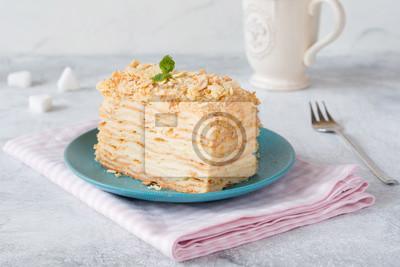 Stuck Kuchen Napoleon Auf Blauem Teller Auf Rosa Textil Russische