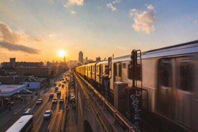 Fototapete Subway Train in New York at Sunset