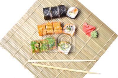 Sushi Auf Einer Bambusmatte Fototapete Fototapeten Essstabchen