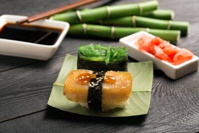 Fototapete Sushi mit japanischen Omelette