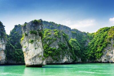 Fototapete Szenische Ansicht der Felssäule und Karst Inseln in der Ha Long Bay