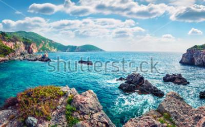 Fototapete Szenische Frühlingsansicht von Limni Beach Glyko. Fabelhafter Morgenmeerblick von ionischem Meer. Herrliche Szene im Freien von Korfu-Insel, Griechenland, Europa. Schönheit des Naturkonzepthintergrund