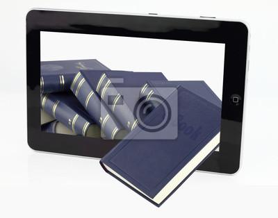 Tablet-Computer mit Bücher isoliert auf weiß