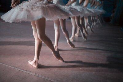 Fototapete Tänzer im weißen Ballettröckchen synchronisiert Tanz