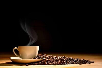 Fototapete Tasse Kaffee mit Rauch und Kaffeebohnen auf alten hölzernen Hintergrund