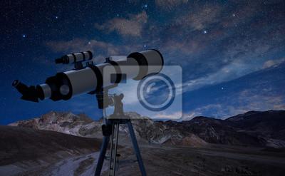 Teleskop auf einem stativ in den nachthimmel fototapete