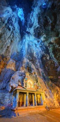 Fototapete Tempel in der Mitte einer Höhle am Batu Höhlen Tempelkomplex in Kuala Lumpur