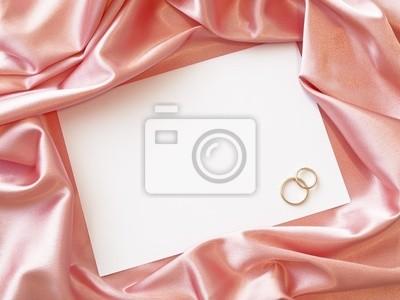 Textil-Grenze mit goldenen Ringen