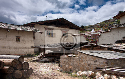 Fototapete Tibetische Traditionelle Haus Und Ein Hinterhof In Einer  Landschaft Auf Ab