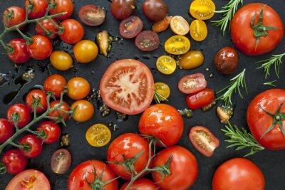 Fototapete Tomaten Sorten auf Schwarz Draufsicht