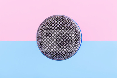 Fototapete top view of the microphone on a pink blue background, singing accessory