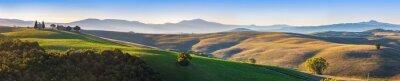 Fototapete Toskana Landschaft Panorama bei Sonnenaufgang mit einer Kapelle der Madonna d