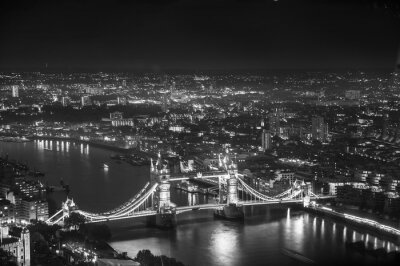 Fototapete Tower Bridge in night lights, London