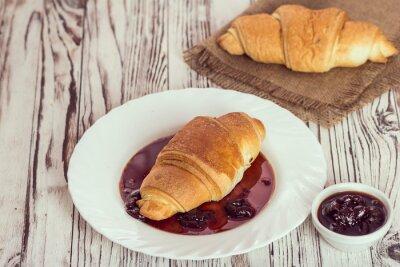 Fototapete Traditionelle Croissants mit Marmelade zum Frühstück